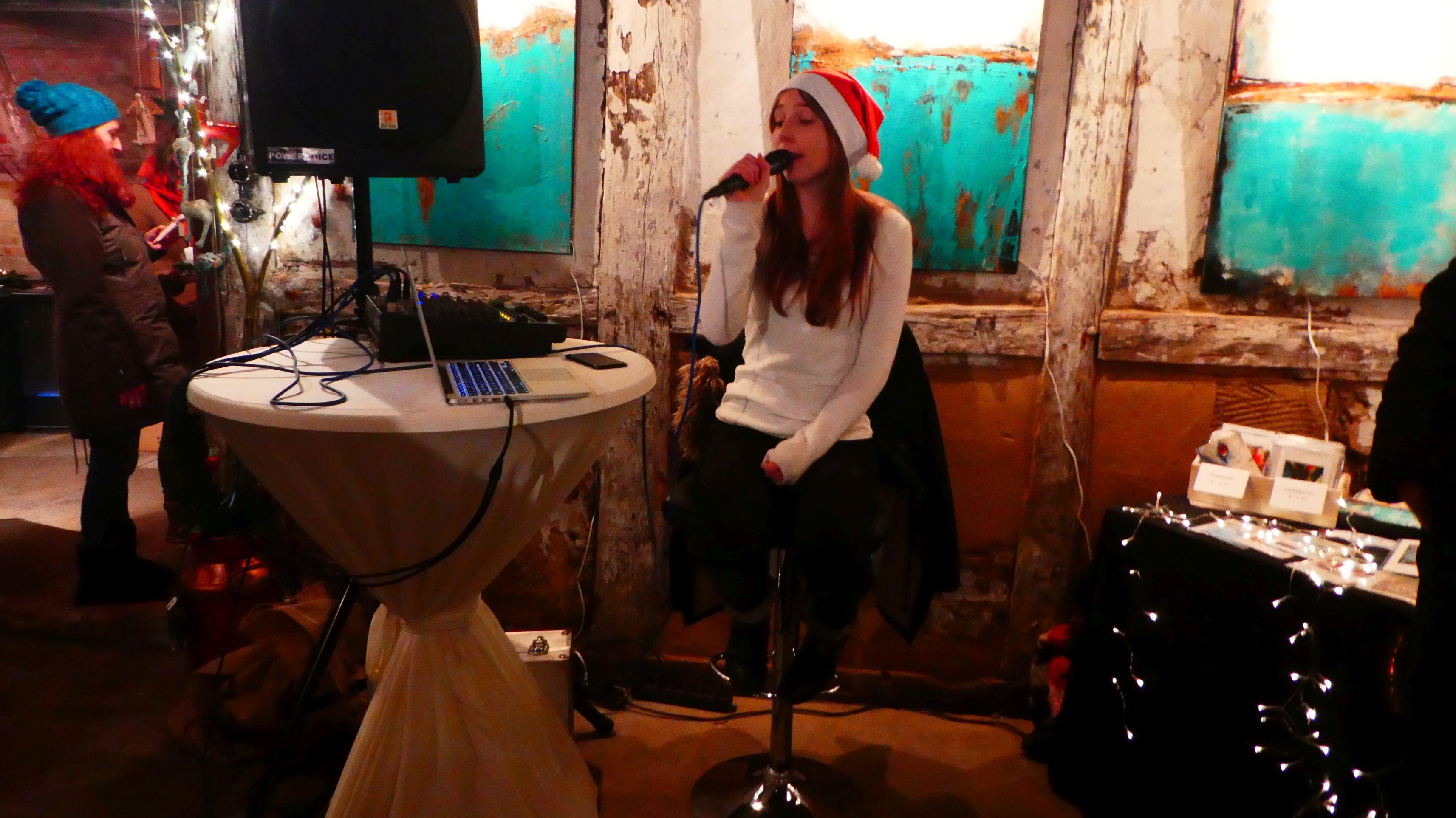 050 - Kunst - Sängerin Joana Zimmermann.klein